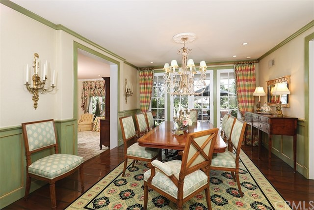 4 Cherry Hills Lane, Newport Beach CA: http://media.crmls.org/medias/72bce6cf-afad-49f9-a277-513db0f61cbf.jpg