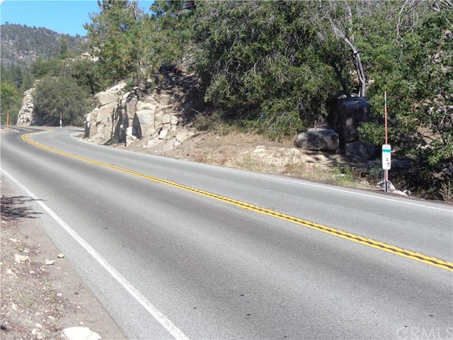Additional photo for property listing at 20 Rim Of The World Highway  Running Springs, California 92382 United States