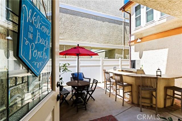 315 21st Street, Huntington Beach CA: http://media.crmls.org/medias/72e34c7e-2a24-43c3-8f9d-17c8bd1e2515.jpg