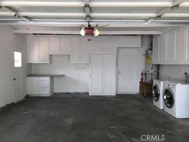 702 E Oldfield Street, Lancaster CA: http://media.crmls.org/medias/72f4b3b3-778a-450d-920f-709e93f39560.jpg