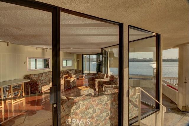 4513 Cove Drive, Carlsbad CA: http://media.crmls.org/medias/72f72fce-19c8-4b68-b707-b52fdd49ac50.jpg