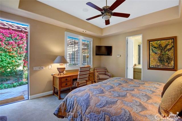 49170 Rancho Pointe, La Quinta CA: http://media.crmls.org/medias/72f73b75-20ff-48be-a9f1-8aa124bff1e6.jpg