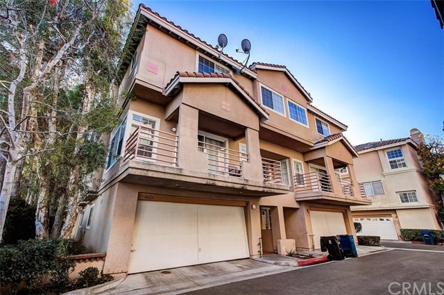14065 Lemoli Avenue, Hawthorne, California 90250, 3 Bedrooms Bedrooms, ,2 BathroomsBathrooms,Townhouse,For Sale,Lemoli,SB21002209