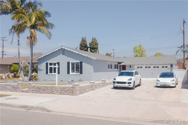 One of Farm Orange Homes for Sale at 721 N Clinton Street