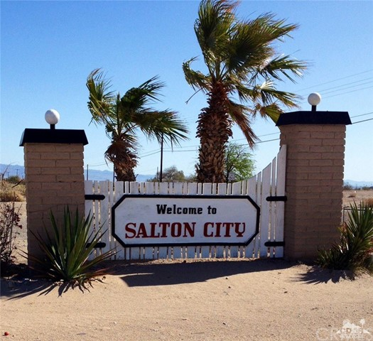 Photo of home for sale at 2010 Lake View Court, Salton City CA