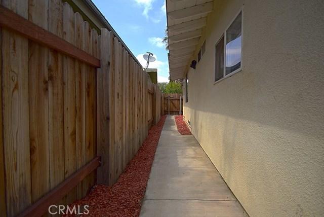 17585 Vine Street, Fontana CA: http://media.crmls.org/medias/73602dd9-e856-4c13-81d6-c9c5d650987a.jpg