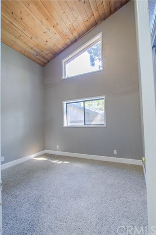 1989 Willow Drive, Running Springs CA: http://media.crmls.org/medias/73698617-df92-4240-8d3b-b5af14419ea8.jpg