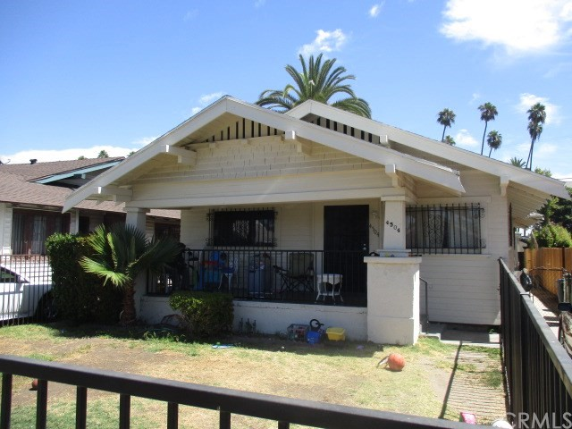 4504 S Van Ness Avenue, Los Angeles CA: http://media.crmls.org/medias/737538c7-7222-4393-9397-49d56ed4cf2c.jpg