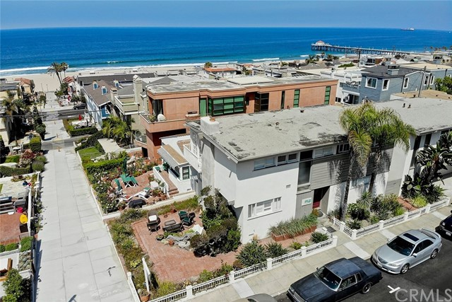 233 6th St  Manhattan Beach CA 90266