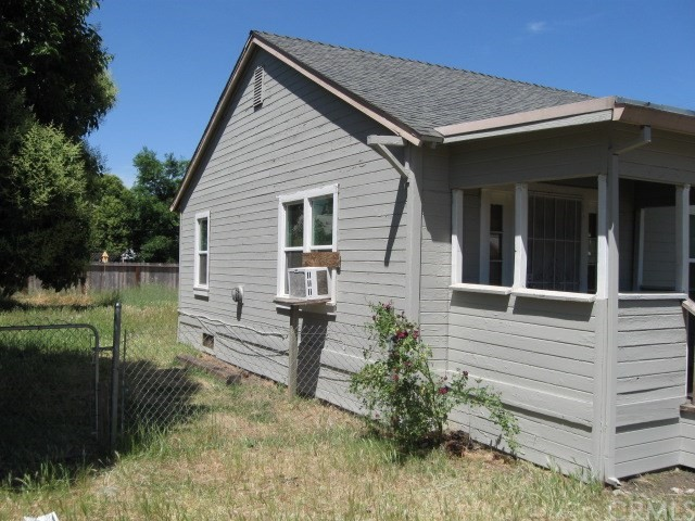 523 E Wood Street, Willows CA: http://media.crmls.org/medias/737c162d-0173-401f-a868-a16a0696083a.jpg