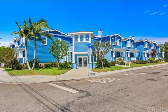 229 Aviation Place, Manhattan Beach CA: http://media.crmls.org/medias/73bb7918-a042-42be-a000-a311c50cf06d.jpg