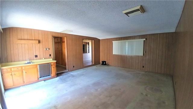 9322 Tweedy Lane, Downey CA: http://media.crmls.org/medias/73dbde45-a78a-4bd2-8ab4-1b7f916e082b.jpg