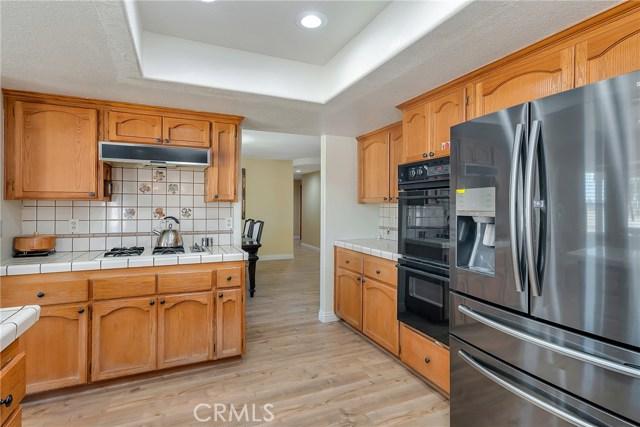 10832 Anaconda Avenue, Oak Hills CA: http://media.crmls.org/medias/73e20672-c575-427e-a446-a3af0d2df604.jpg