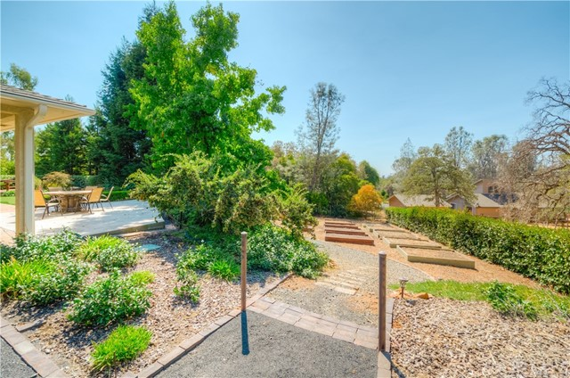 221 Ward Boulevard, Oroville CA: http://media.crmls.org/medias/73e4c713-1437-40ed-8b45-16005d94bea6.jpg