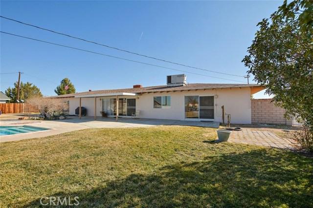 16498 Villa Drive, Victorville CA: http://media.crmls.org/medias/73e5e0e0-69f9-431e-b8a3-3aae9764eff3.jpg