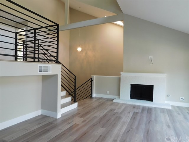 2066 Meadow View Lane, Costa Mesa CA: http://media.crmls.org/medias/73e93728-5999-4f36-a014-0c6993aedce1.jpg