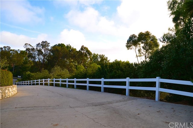 7 Crest Road West Rolling Hills, CA 90274 is listed for sale as MLS Listing PV16011672