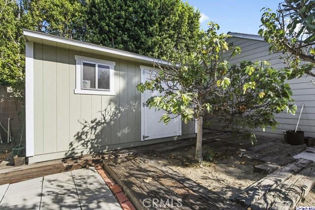 11753 Riverside Drive, Valley Village CA: http://media.crmls.org/medias/74237bbe-5a6e-4a2d-ba5e-fe3668eb1c74.jpg