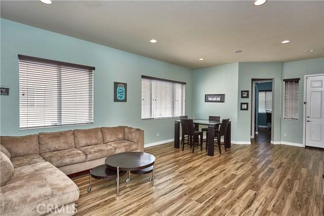 10265 Cotoneaster Street, Apple Valley CA: http://media.crmls.org/medias/742d88c3-88dc-44f3-9123-e821a06f2604.jpg