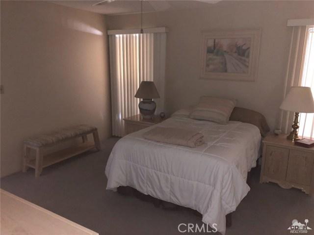 73450 Country Club Drive, Palm Desert CA: http://media.crmls.org/medias/743508f4-3119-4073-9b03-d0d814823bf3.jpg