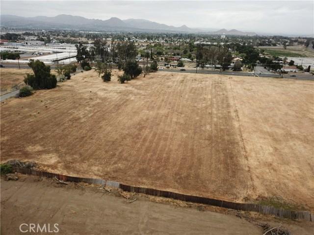 2226 Foothill Boulevard, San Bernardino CA: http://media.crmls.org/medias/74378bf9-df93-4e49-9cb9-6eb30fe85a87.jpg