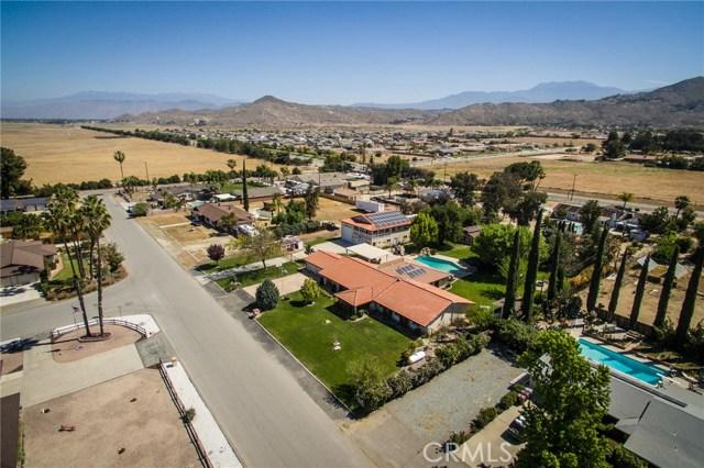 30116 Emerald Lane, Hemet CA: http://media.crmls.org/medias/744a9c37-02d0-42ba-88b5-1712279213e9.jpg