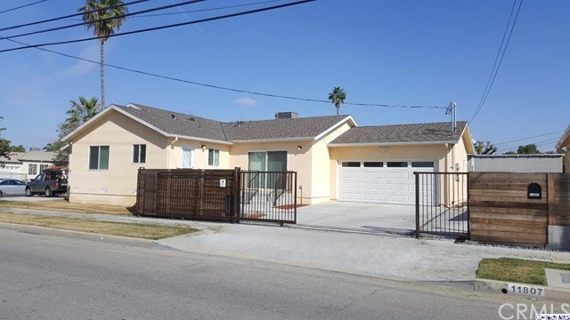 Single Family Home for Rent at 7602 Hinds Avenue North Hollywood, California 91605 United States