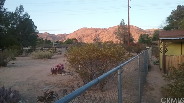 22686 Saguaro Road, Apple Valley CA: http://media.crmls.org/medias/74616397-a399-45b8-acab-1ec5ac08baf9.jpg