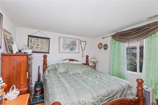 45002 Thalia Lane, Lake Elsinore CA: http://media.crmls.org/medias/7468e0cb-1ca9-4bd4-87bc-2e56545e47a7.jpg