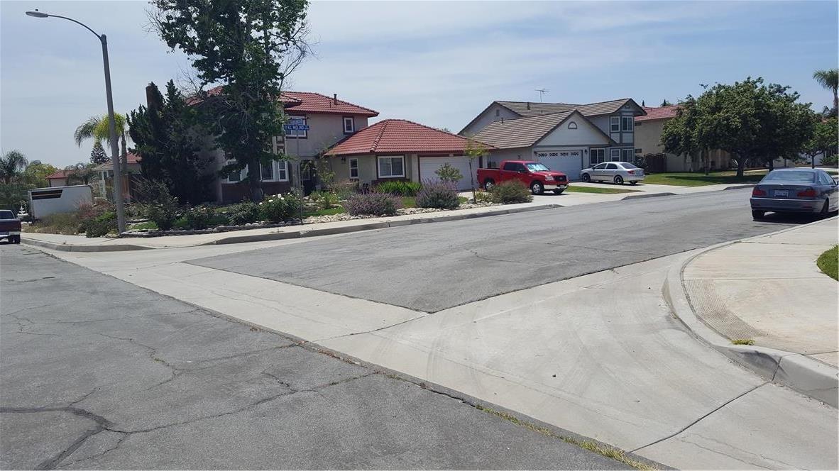 9791 Walnut Street, Bloomington CA: http://media.crmls.org/medias/746f4cbd-ba80-48ac-b018-8708303017ff.jpg