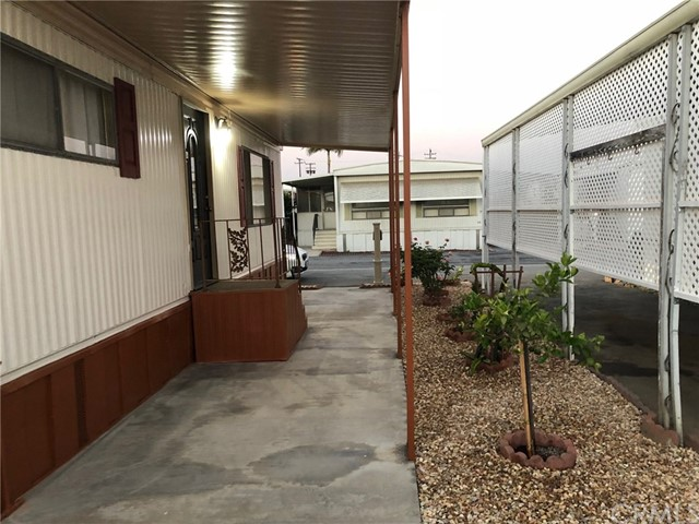 4800 Daleview Avenue, El Monte CA: http://media.crmls.org/medias/74a713cc-c7a9-4e54-8e38-64201c94e355.jpg