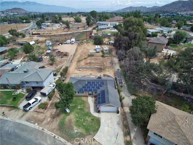 1477 Hilltop Lane, Norco CA: http://media.crmls.org/medias/74b96d16-43e8-419c-ad77-b47d0a46ec37.jpg