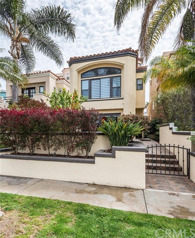 Single Family Home for Rent at 612 9th St Huntington Beach, California 92648 United States