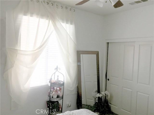 1442 De Anza Drive, San Jacinto CA: http://media.crmls.org/medias/74c6c10c-632c-42ef-b126-da47a75f9095.jpg