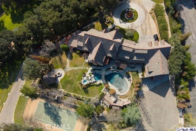 245 Berkshire Avenue, La Canada Flintridge CA: http://media.crmls.org/medias/74f110c7-40f7-40e6-bed6-51d60e022f50.jpg
