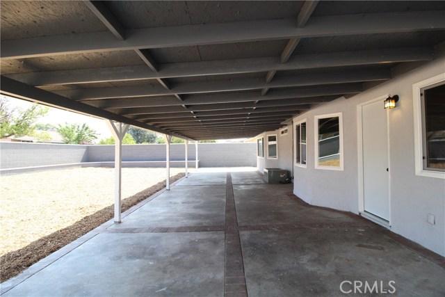 15190 Los Nietos Court, Fontana CA: http://media.crmls.org/medias/74f97582-9364-4e72-805b-69f03512547e.jpg