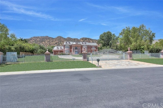 Single Family Home for Sale at 11443 Awenita Court 11443 Awenita Court Chatsworth, California 91311 United States