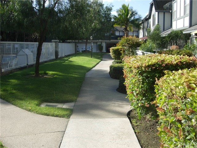 3022 W Cheryllyn Ln, Anaheim, CA 92804 Photo 3