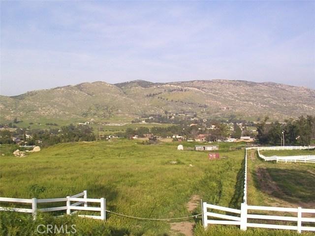9229 Box Springs Mountain Road, Moreno Valley CA: http://media.crmls.org/medias/75840f74-2187-415c-92b8-5279a2e77138.jpg