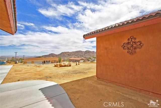 61755 Navajo, Joshua Tree CA: http://media.crmls.org/medias/75a30bea-9f62-4432-9a5c-86761e7a0f46.jpg
