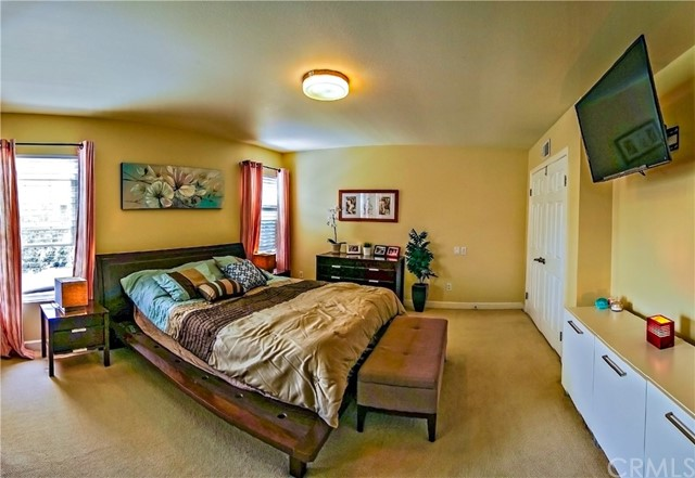 13 Winterbranch, Irvine CA: http://media.crmls.org/medias/75a44d5d-63f6-4e89-8dcc-7589b532d2fb.jpg