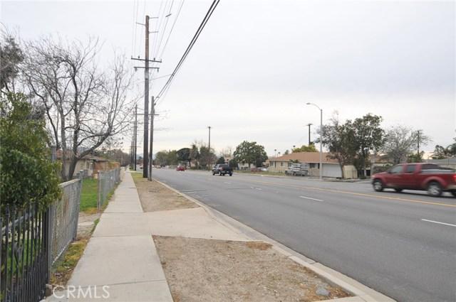 8181 Citrus Avenue, Fontana CA: http://media.crmls.org/medias/75a79f99-427e-4df1-ae55-166e89ed33fc.jpg