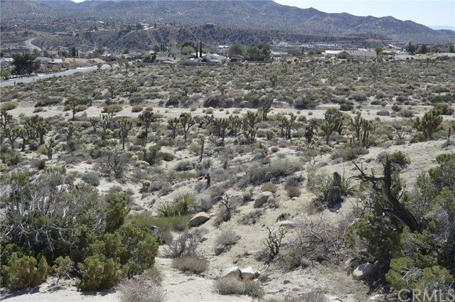 7400 Fairway Drive, Yucca Valley CA: http://media.crmls.org/medias/75da4630-4c30-45e2-bad7-3bc68dced5ed.jpg