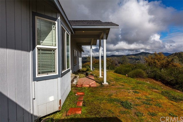 36330 Eagles Nest Lane, Coarsegold CA: http://media.crmls.org/medias/75ff3454-f947-4a7e-942f-2c9c50fed05d.jpg