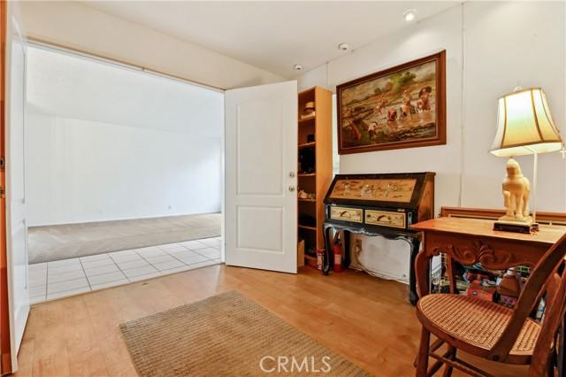 3492 Eboe Street, Irvine CA: http://media.crmls.org/medias/7600d3c6-1da8-4b58-b9a8-6476b0a76fc7.jpg