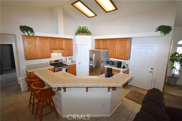 13486 1st Avenue, Victorville CA: http://media.crmls.org/medias/760a907e-529e-4799-b7ce-b8326ebf3727.jpg