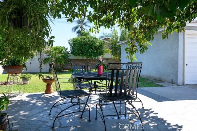 10806 Madge Avenue, South Gate CA: http://media.crmls.org/medias/7611c0b7-6789-4efc-8370-3207b89c2d2a.jpg