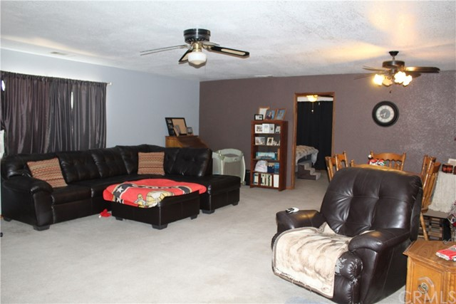 11033 Merino Avenue, Apple Valley CA: http://media.crmls.org/medias/763bfc05-0cd0-43d9-9938-13e1946a1305.jpg