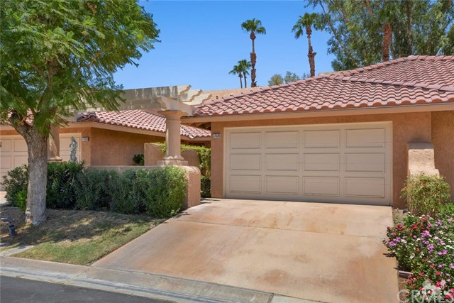 77626 Woodhaven Drive, Palm Desert CA: http://media.crmls.org/medias/763d1912-cf5d-4b1b-9bbc-84dc0f10f43f.jpg