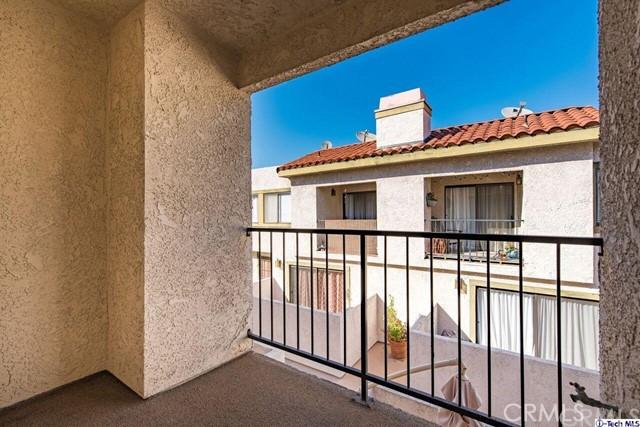 6101 Fulton Avenue, Van Nuys CA: http://media.crmls.org/medias/764aee1c-dd98-49e4-af40-ae73b88b8cc7.jpg